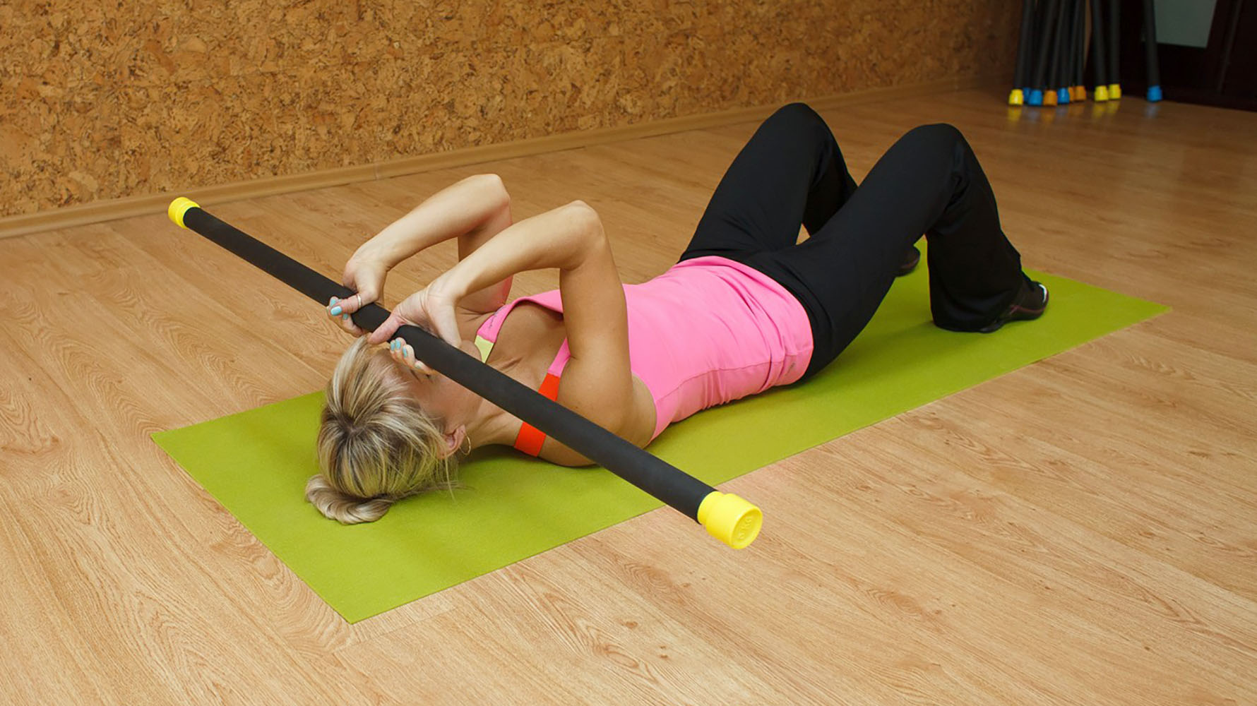 french bench press body bar exercise